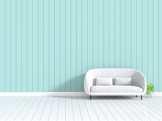 텅 빈 거실에 흰색 쇼파가 덩그러니 놓여있다